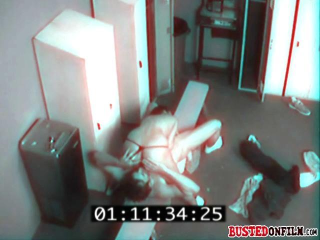 трах в спортзале на скрытую камеру